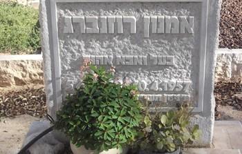 אמנון רוזנברג מצבה  בנירים.jpg